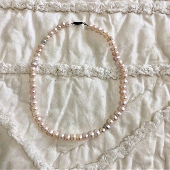 Jewelry - Vintage real pearl necklace
